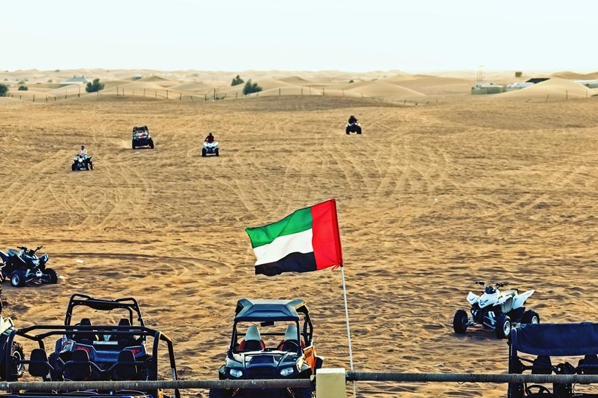 Dubai: Quad Tour Bike Safari mit Barbecue Dinner & Shows