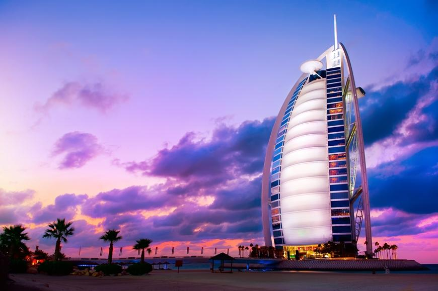 Burj Al Arab Hotel in Dubai am Abend